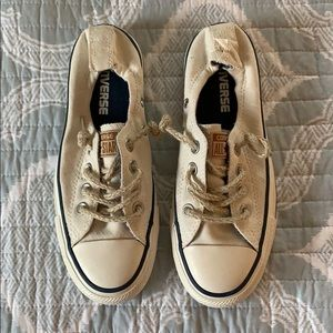 White converse tennis shoes